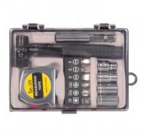 Zestaw narzędzi, 13 elementów, w zestawie miara 1 m, w plastikowym pudełku.