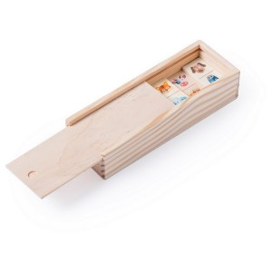 Gra domino w drewnianym pudełku