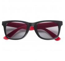 Okulary przeciwsłoneczne z kolorowymi zausznikami,