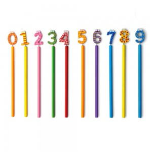 Ołówek nienaostrzony, mix wzorów, cyfry od 0 do 9