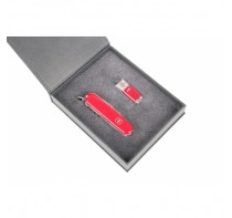Victorinox Zestaw Upominkowy Huntsman + pendrive 8GB