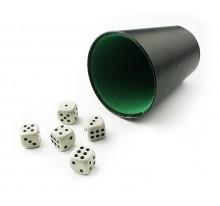 Kości do gry w kubku